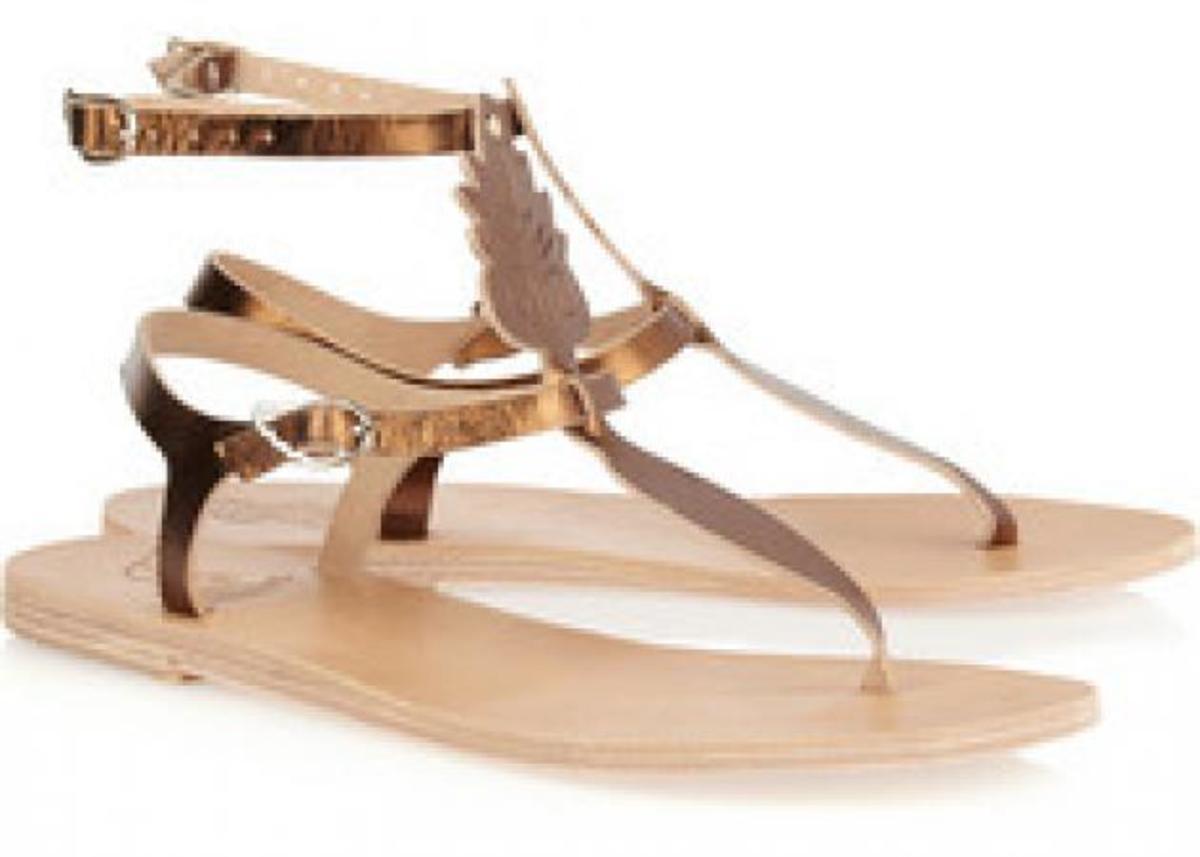 Η ελληνίδα πίσω από τα ancient greek sandals! Κάντα δικά σου με ένα «κλικ» | Newsit.gr