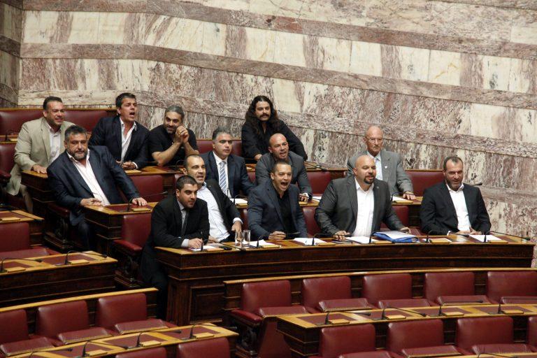 Κατατέθηκε η μήνυση της Χρυσής Αυγής κατά του Γιάννη Στουρνάρα   Newsit.gr