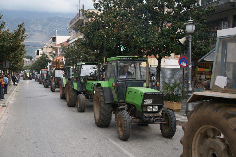Ημαθία: Τα τρακτέρ βγήκαν στην Εγνατία – »Αν δεν δούμε φως θα κλείσουμε τον δρόμο»! | Newsit.gr