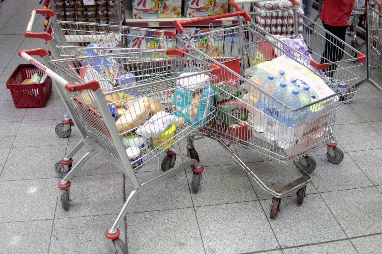 Η μάχη των σούπερ μάρκετ για την ελληνική ταυτότητα | Newsit.gr