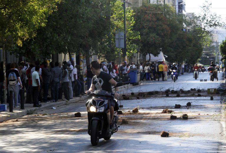 """""""Μπάζωσαν"""" την Πατησίων! – Νέα επεισόδια με τους παράνομους μικροπωλητές στην ΑΣΟΕΕ   Newsit.gr"""