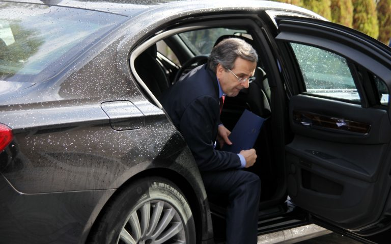 Ποιός σήκωσε τον πρωθυπουργό από την θέση του στο αεροπλάνο; | Newsit.gr
