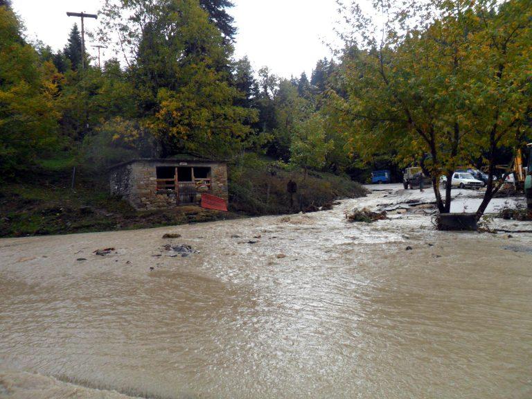 Λέσβος:Στην Ελλάδα του 2013 ένα ολόκληρο χωριό πίνει για 40 μέρες νερό απ'το ποτάμι! | Newsit.gr