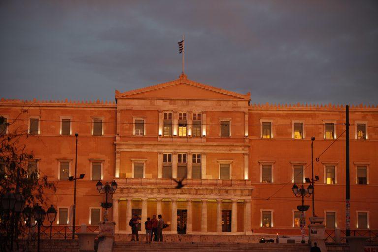 Διαβάστε όλα τα μέτρα για μισθούς, συντάξεις, εργασιακά στον ειδικό φάκελο του Newsit | Newsit.gr