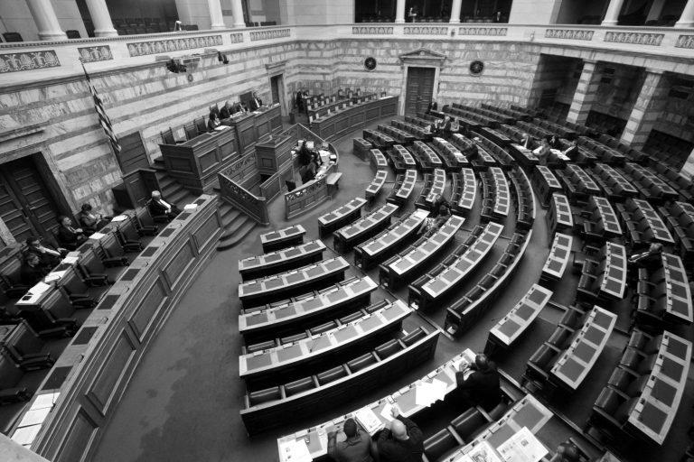Βουλευτές:Υποκρίνονται ότι κάνουν περικοπές στους εαυτούς τους! | Newsit.gr