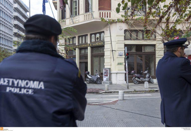 Αστυνομικοί κάνουν μεροκάματα στη Χρυσή Αυγή; | Newsit.gr