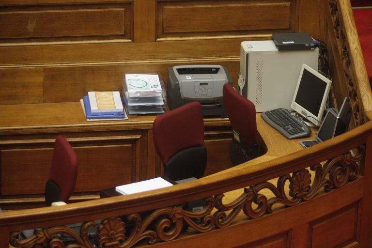 Επανακάμπτει η κυβέρνηση – Εξομοιώνει τους υπαλλήλους της Βουλής με τους υπαλλήλους του υπουργείου Οικονομικών | Newsit.gr