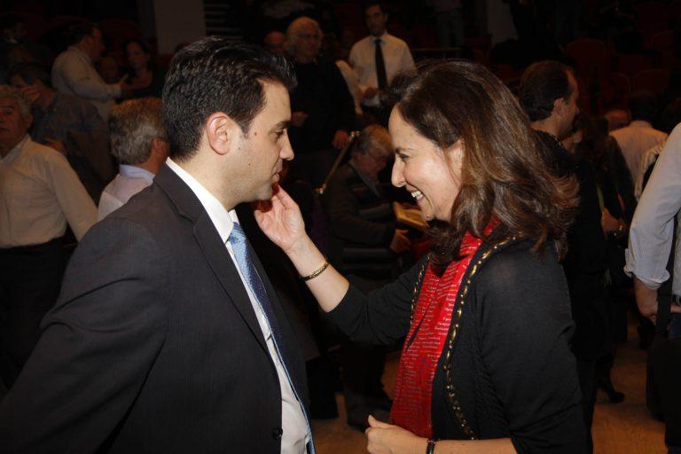 Tο ζειμπέκικο της Άννας στο πάρτι του εκπροσώπου Τύπου της ΔΗΜΑΡ | Newsit.gr