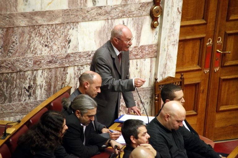 Άγρια κόντρα στην Βουλή! Τους αποκάλεσε μόρφωμα και νόμισαν ότι τους έβρισε!   Newsit.gr