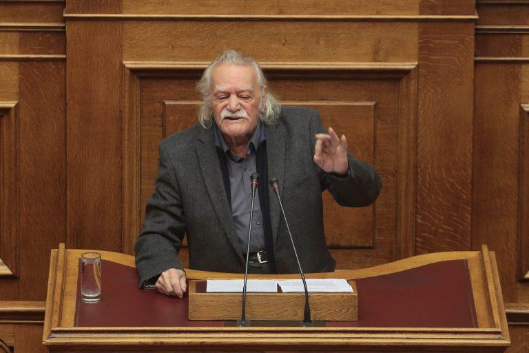 Γλέζος: Παρακρατικοί φίλα προσκείμενοι στη ΝΔ πίσω από τις επιθέσεις; | Newsit.gr