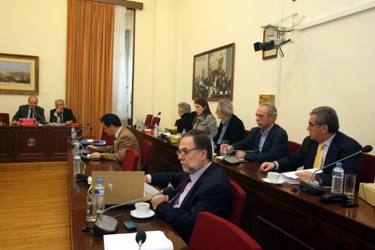 Ο νομικός σύμβουλος Παπακωνσταντίνου σήμερα στην Προανακριτική | Newsit.gr