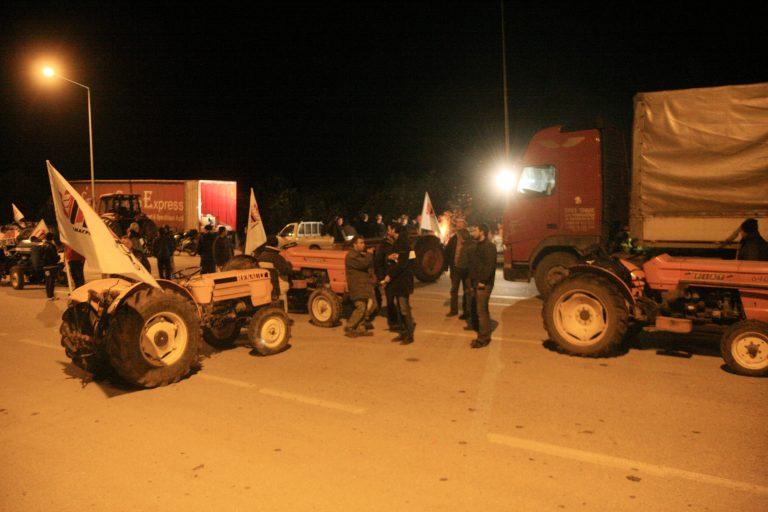 Ενισχύονται τα μπλόκα των αγροτών – Βγήκαν τρακτέρ και στην Θεσσαλονίκη!   Newsit.gr