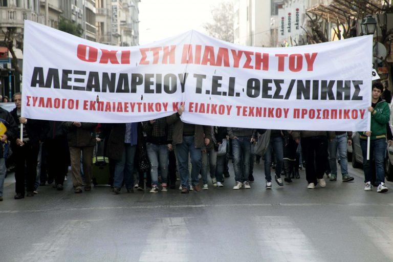 Μπλόκο στην εθνική και από φοιτητές   Newsit.gr
