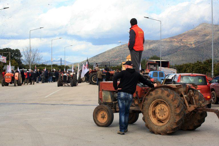 Αγρότες: αποφασίζουν σήμερα 34 μπλόκα | Newsit.gr