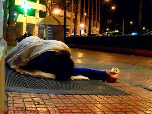 Βόλος: Συνελήφθη άστεγη που έβαλε φωτιά σε κάδο σκουπιδιών για να ζεσταθεί!
