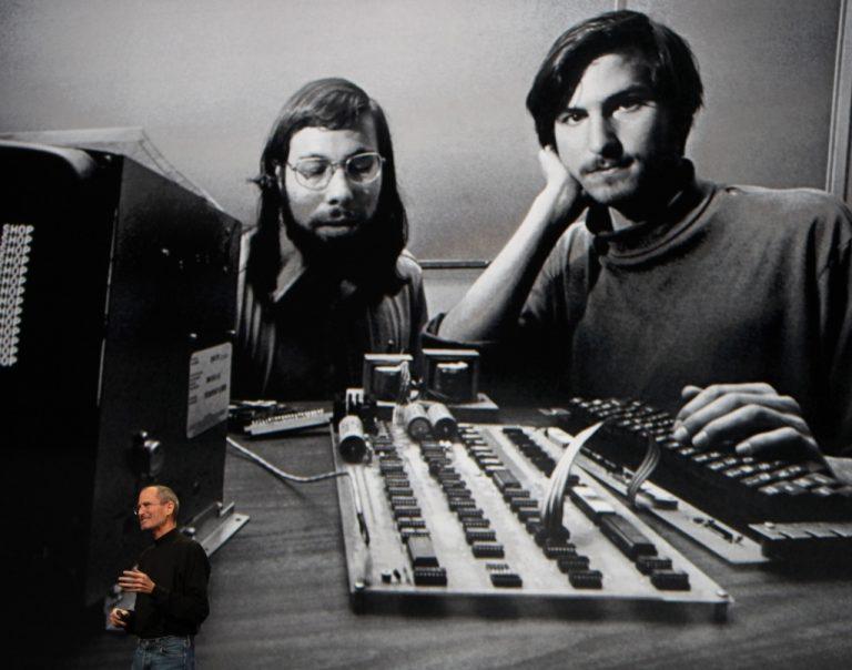 Ποιός είναι αυτός ο Στηβ Τζόμπς; – Τέλος εποχής για την Apple με την αποχώρηση του ιδρυτή της | Newsit.gr