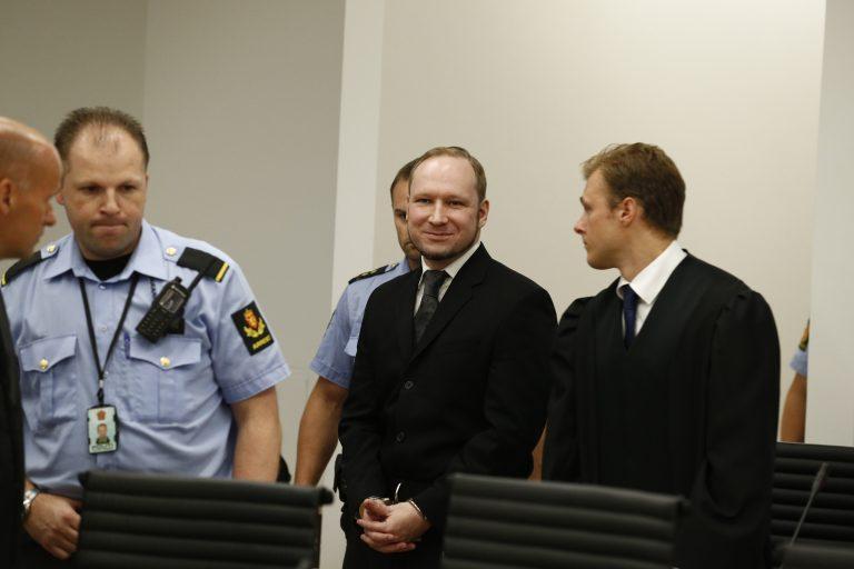 21 χρόνια στον μακελάρη της Νορβηγίας – Θέλει να κάνει διάγγελμα ο Μπρέιβικ | Newsit.gr