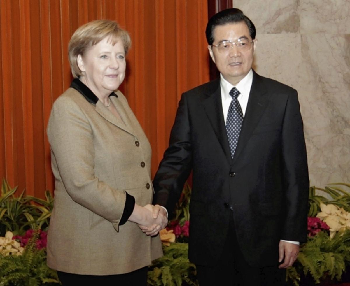 «Πόρτα» του Πεκίνου στην Μέρκελ – «Η Κίνα δεν σκοπεύει ούτε μπορεί να αγοράσει την Ευρώπη» | Newsit.gr