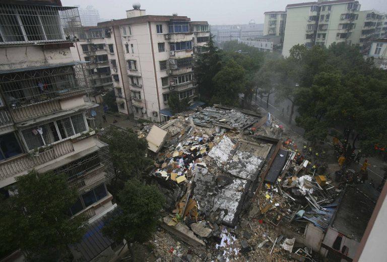 Δυο πολυκατοικίες κατέρρευσαν σαν χάρτινοι πύργοι! | Newsit.gr