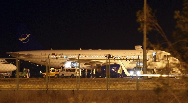 Νεο επεισόδιο στην διένεξη Τουρκίας – Συρίας – Υποχρέωσαν αρμένικο αεροσκάφος σε προσγείωση | Newsit.gr