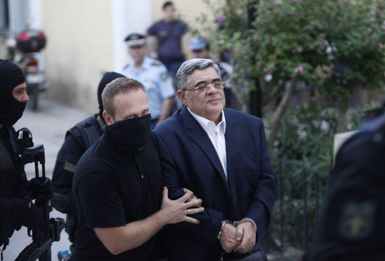 Θέμα χρόνου η διακοπή μισθού και προνομίων για τους βουλευτές της Χρυσής Αυγής | Newsit.gr