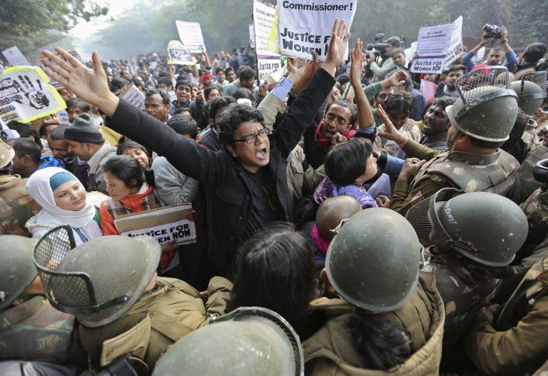 Ινδία: Δίκη εξπρές για τα 5 τέρατα που βιάσαν την φοιτήτρια ιατρικής | Newsit.gr