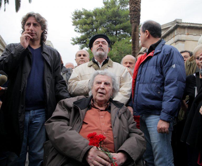 Καλύτερα στην υγεία του ο Μίκης Θεοδωράκης | Newsit.gr