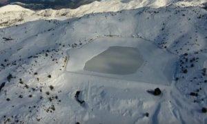 Κρήτη: Πέντε μέτρα χιόνι σε πλαγιές του Ψηλορείτη – Εικόνες Ανταρκτικής που καθηλώνουν [pic, vid]