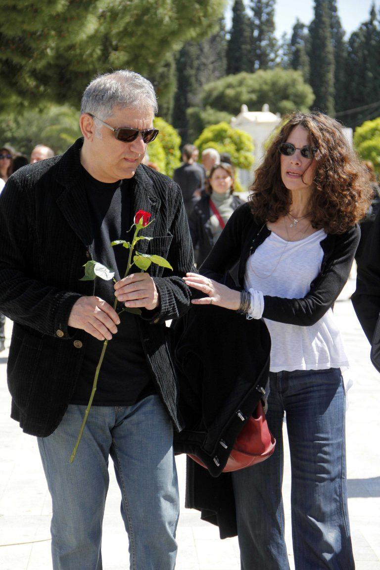Φωτορεπορτάζ από την κηδεία του Δημήτρη Μητροπάνου   Newsit.gr