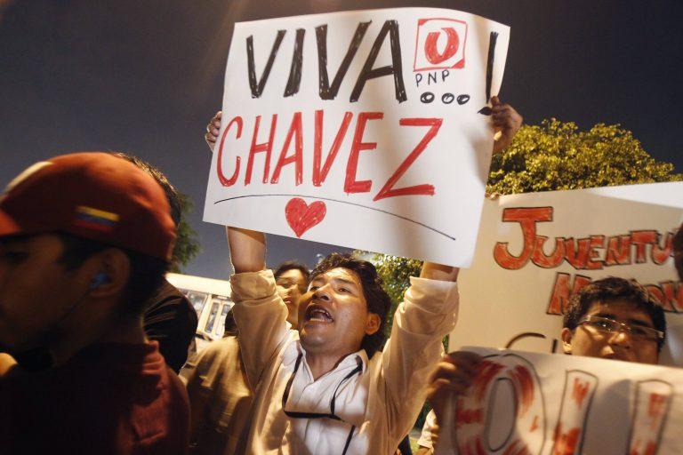 Έτσι αποχαιρετά η υφήλιος τον Ούγκο Τσάβες | Newsit.gr
