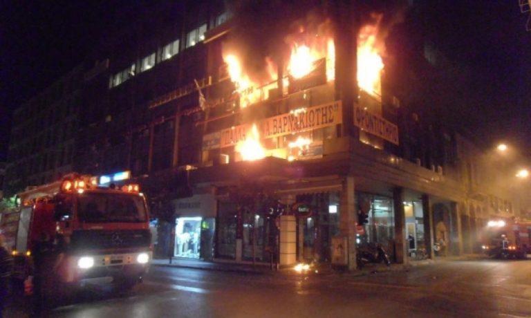 Αχαϊα: Απεγκλωβισμοί και τρόμος από φωτιά σε φροντιστήρια-Δείτε τα βίντεο! | Newsit.gr