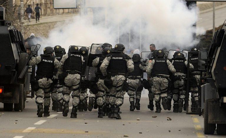 Σκόπια: Συγκρούσεις Αλβανών με την αστυνομία | Newsit.gr