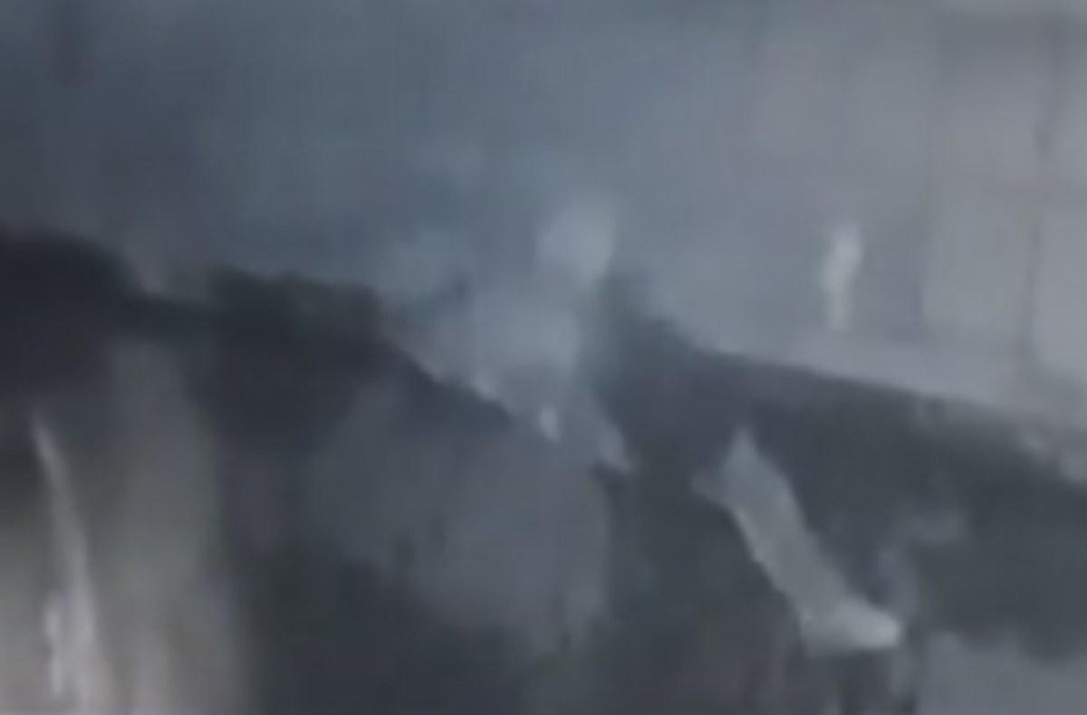 Πάτρα: Η στιγμή της εισβολής σε πρακτορείο του ΟΠΑΠ – Το βίντεο ντοκουμέντο [vid] | Newsit.gr