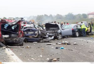 Θεσσαλονίκη: Καραμπόλα με 4 τραυματίες – Αγωνία για νεαρό οδηγό!