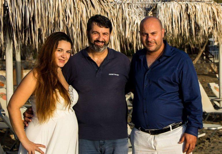 Σύρος: Γαμπρός και νύφη »κούφαναν» τους πάντες – Άφωνοι οι καλεσμένοι στον γάμο τους [pics]   Newsit.gr