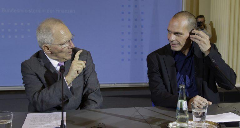 Σόιμπλε: Μείνετε στο πρόγραμμα και συζητάμε – Βαρουφάκης: «Δεν διαφωνούμε με το 60 – 70% των μέτρων του Μνημονίου»