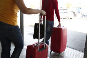 Κρήτη: Ο έλεγχος της βαλίτσας στο αεροδρόμιο πήρε απρόβλεπτη τροπή – »Βλέπουμε κάτι ύποπτο μέσα»!