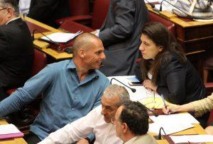 Πάτρα: »Ο Βαρουφάκης είναι ψυχάκιας και η Ζωή Κωνσταντοπούλου ακούει φωνές σαν την Ζαν Ντ' Αρκ»!