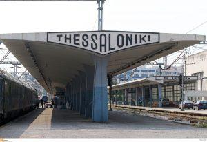 Θεσσαλονίκη: Εικόνα πρόκληση στον σταθμό του ΟΣΕ – Γελάνε με τα χάλια μας οι τουρίστες [pic]!