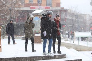 Καιρός: Ανεμοθύελλα στη Σαμοθράκη και πυκνό χιόνι στον Έβρο!
