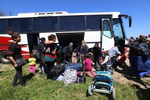 Ειδομένη: Επιχείρηση εκκένωσης δύο άτυπων καταυλισμών – Μεταφορά προσφύγων και μεταναστών με πούλμαν!