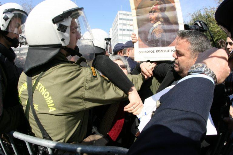 Ένταση σε διαμαρτυρία πολιτών στην παρέλαση της Αθήνας – ΦΩΤΟ   Newsit.gr