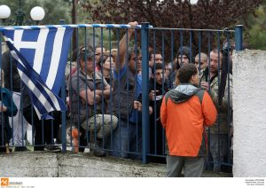Θεσσαλονίκη: Εισαγγελέας για την αποχή μαθητών λόγω προσφυγόπουλων – »Πόλεμος» της νεολαίας ΣΥΡΙΖΑ με γονείς [vid, pics]