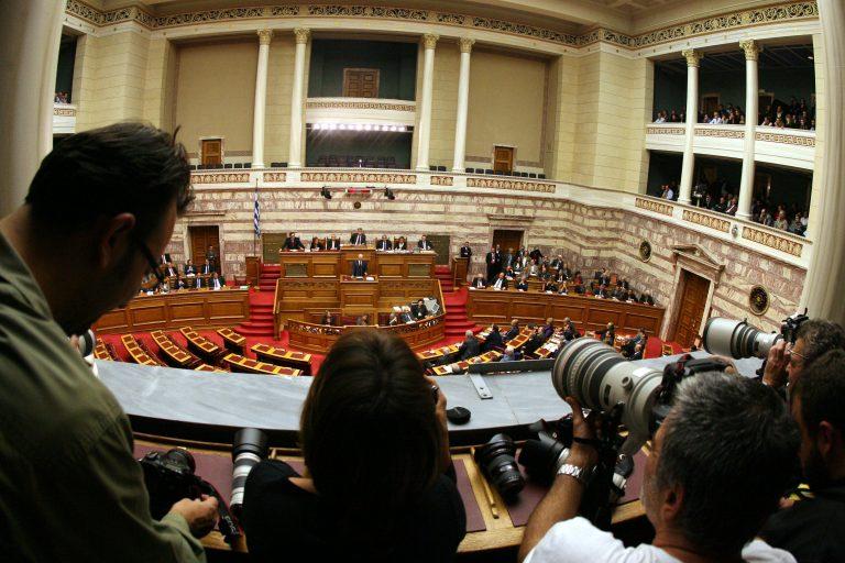 Μέσα στη συζήτηση για την ψήφο εμπιστοσύνης – Δείτε φωτό | Newsit.gr