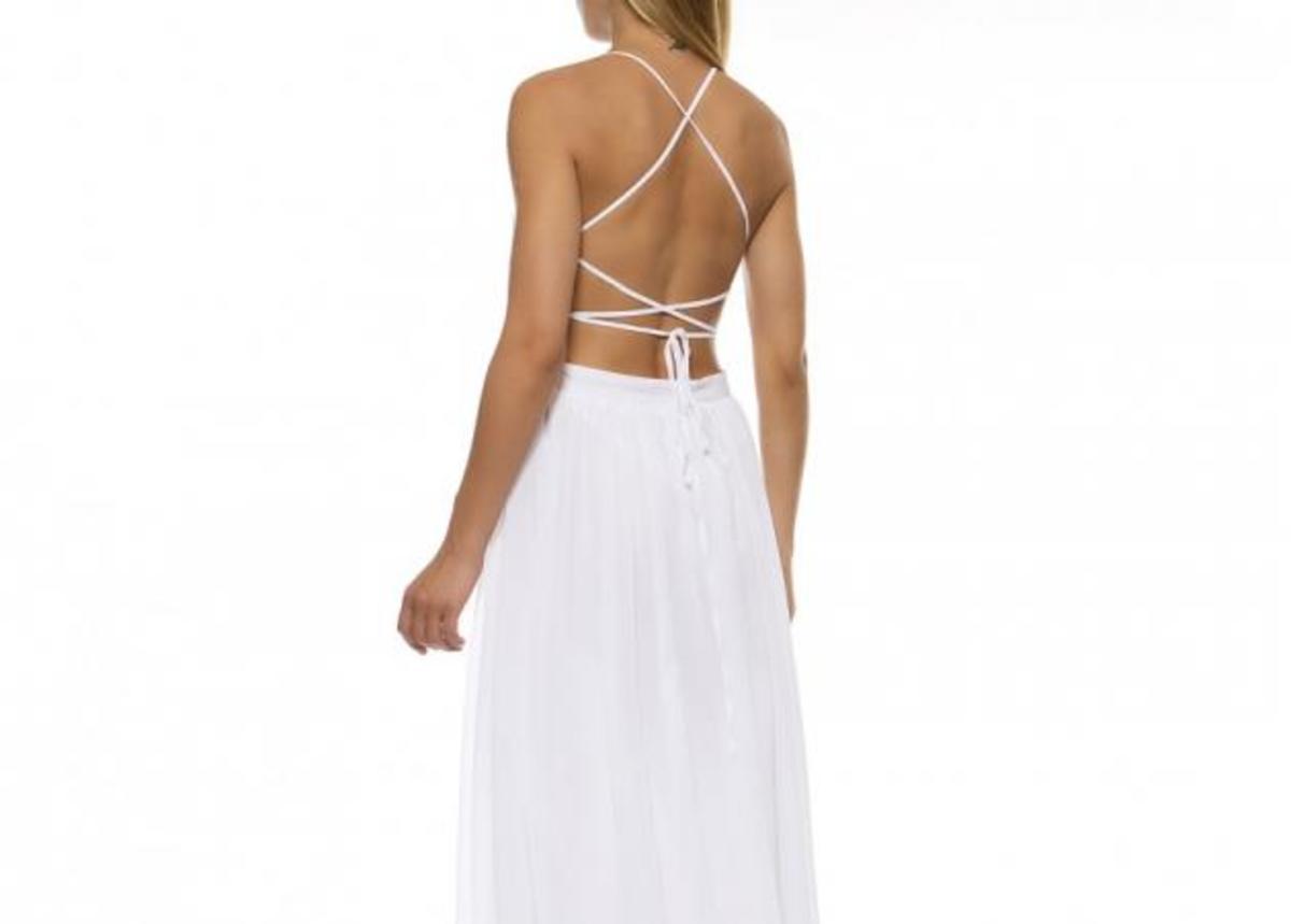 7c7cbe0c0930 Λευκό φόρεμα με ανοιχτή πλάτη  Κάνε την εμφάνισή σου ξεχωριστή ...