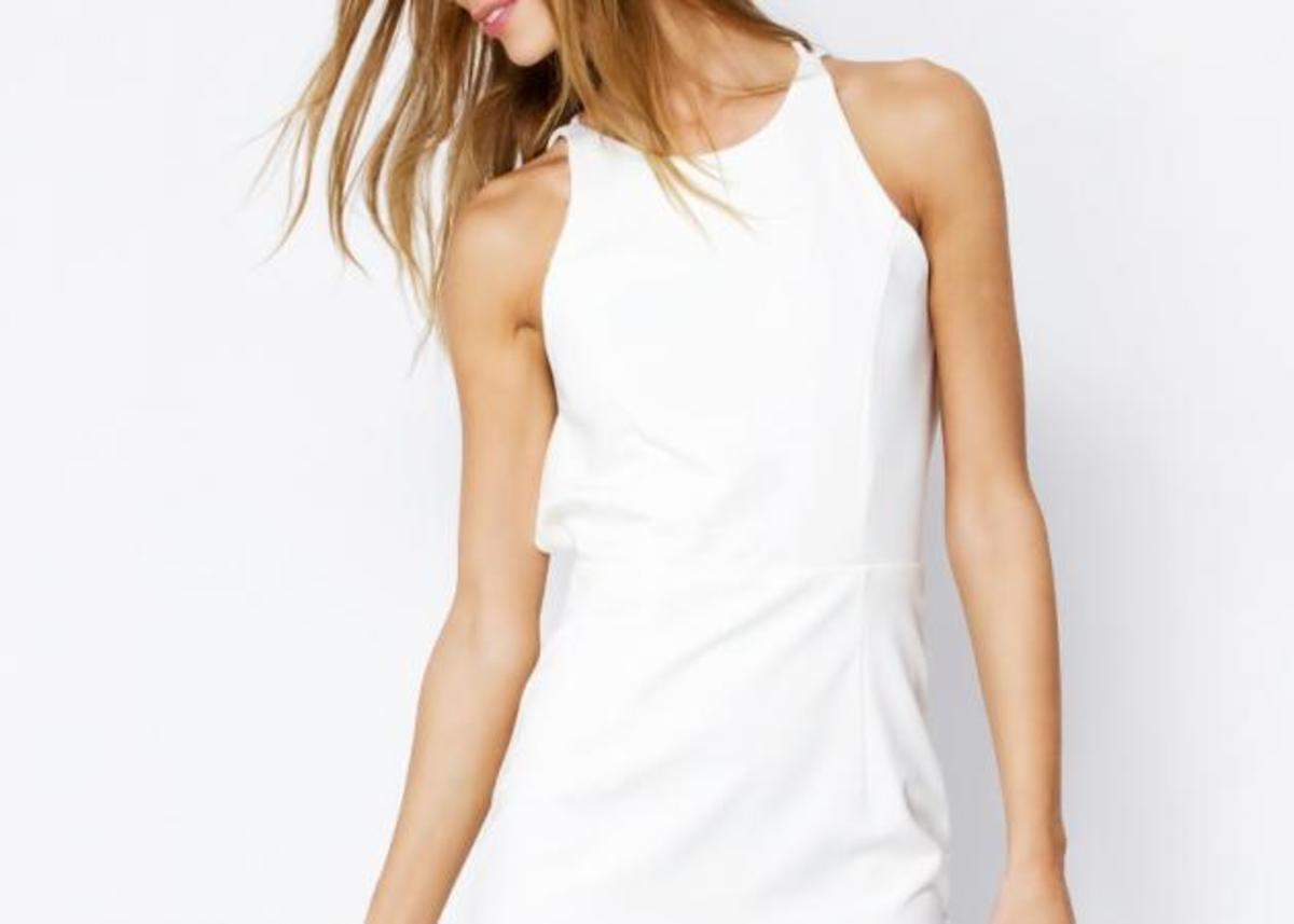 Το λευκό φόρεμα που δεν πρέπει να λείπει από τη ντουλάπα σου!