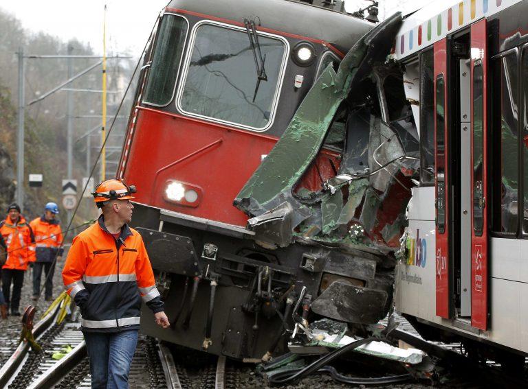 17 οι τραυματίες από την σύγκρουση 2 τρένων στην Ελβετία | Newsit.gr