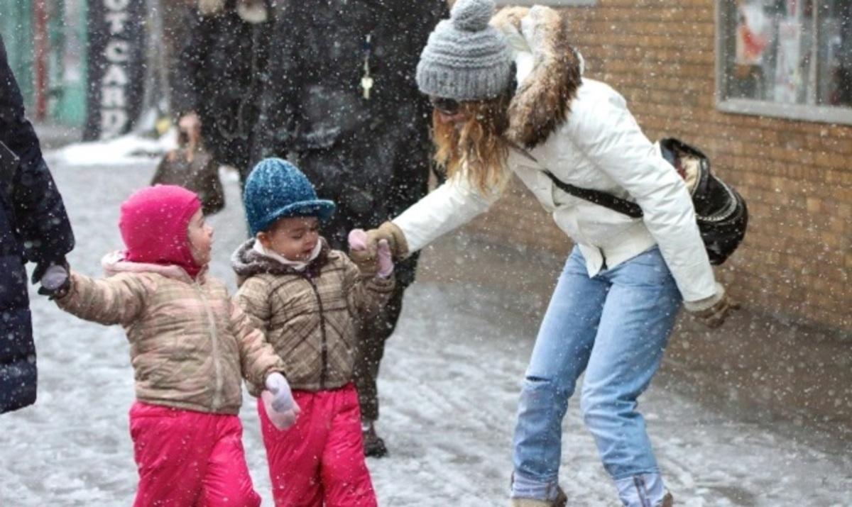 Sarah Jessica Parker: Παιχνίδια στο χιόνι με τις κόρες της! Φωτογραφίες | Newsit.gr