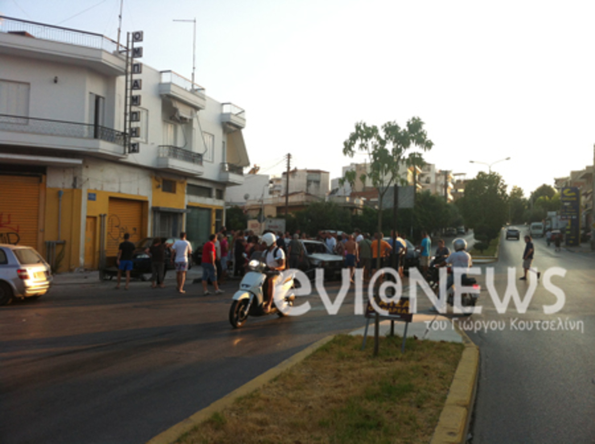 Εύβοια: Άφησαν τον καφέ στη μέση και έτρεξαν να βοηθήσουν – Δείτε το βίντεο | Newsit.gr