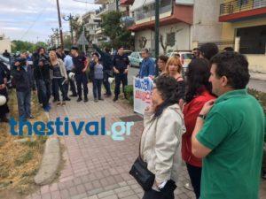 Θεσσαλονίκη: Μπλόκο σε διαμαρτυρία για τον Αλέξη Τσίπρα στο κέντρο υγείας Ευόσμου [vids]